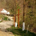 """Drumul Crucii spre biserica ,,Sfinții Arhangheli Mihail și Gavriil"""" din parohia Negoiești"""